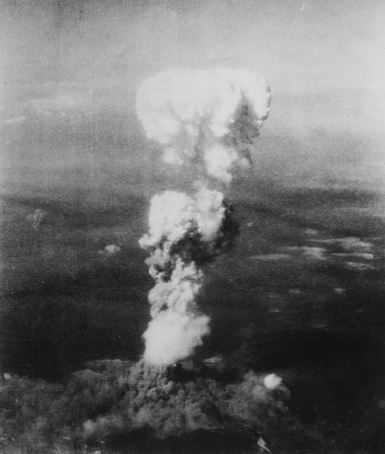 Fig. 1: Unknown photographer. 1945. «Atomic Cloud Over Hiroshima»