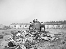 Unknown US soldier. «Looking after the body of my grandfather at Bergen Belsen»