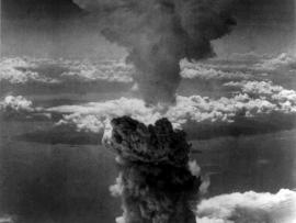 Fig. 2: Unknown photographer. 1945. «Atomic Cloud Over Nagasaki»