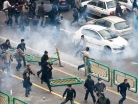 Fig. 5: Unknown photographer. December 27th 2009.  «Violent clashes»